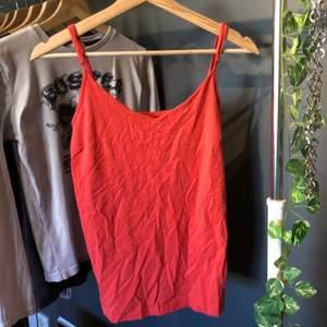 Orange linne från lager 157. Passar som M. Frakt tillkommer.