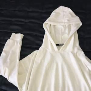 En söt cropped hoodie i strl Xs, från Bikbok. Frakt tillkommer!