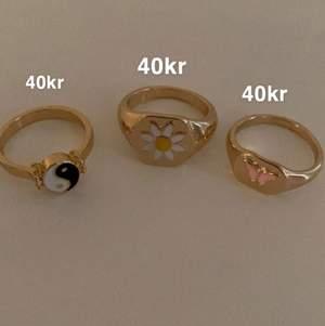 Jag säljer 9st ringar i färgerna guld och silver som ni kan se på bilderna, de första är aldrig använda och som nya och dom är i strl S/M. Sedan dom silvriga har jag använt lite och dom är i strl XS/S ❤️ jätte fina✨skriv privat för fler frågor!❤️