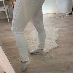 Vita jeans från H&M, regular weist