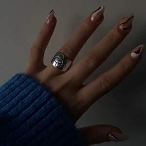 Jätte fin ring som är justerbar!! Frakt 12kr❤️ ringen är i sterling 925!!