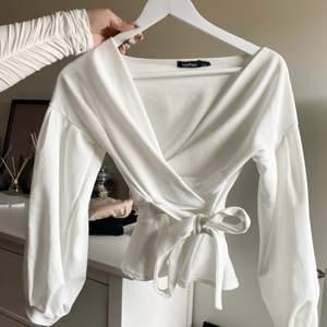 En vit jättesöt blus från boohoo. Jag har inte använt den men den är såå fin. Storlek S