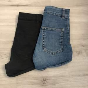 blå och svarta shorts från h&m. Väl använda men i bra skick, köp ett par för 40 kr eller båda för 70kr💕 köparen står för frakt