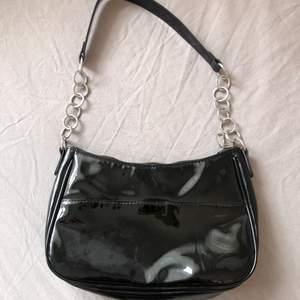 INTRESSEKOLL! En väska ifrån HM som köptes för ca 1 år sedan för 250kr. Säljer för 80kr+frakt