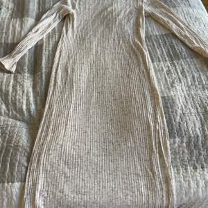 Tajt klänning från mango st M , hämta hos mig i Göteborg (41464) eller skicka mot porto cirka (55kr)