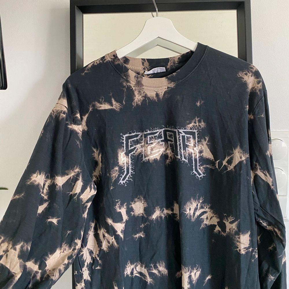 Super snygg tröja från Carlings. Enbart använd ett fåtal gånger🤍 Köparen står för frakt 📦 . Tröjor & Koftor.