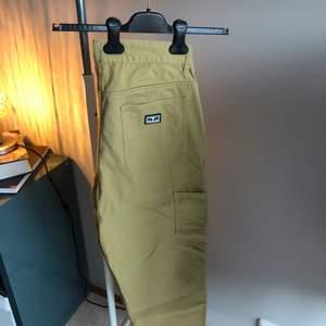 Ett par riktigt feta byxor med både tålighet och stil. Inköpta på Carlings för 1000kr 2020. Är ganska stora skulle säga large men sitter riktigt fint om man vill ha en wide fit. Riktigt bra skick utan några flaws her bort dem för 800kr🔥