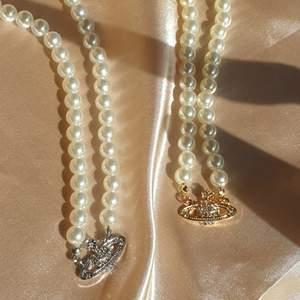 Restock på Pearl pendants, de finns nu i lager, helt nya 60kr/ st. Finns i både gild och silver. Passar perfekt till ett vintage eller klassiskt outfit. Material; alloy, Frakt 15kr. Jag skickar bild på paketet innan jag posta.  Finns 6st guldiga, 5st silvriga kvar. ❌ 6st guldiga slutsåld, 4st silvriga slutsåld ❌ följ vår social media för uppdateringar på restock och nya produkter 🦋
