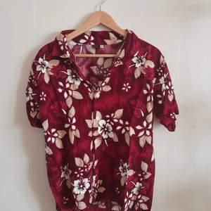 Superfint hawaiskjorta för sommarens goa solväder.