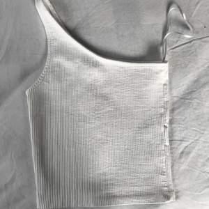 Linne från Gina Tricot i strl XXS. Köpte i somras för 179kr men har aldrig använts då det är för litet för mig🤍 Helt slutsålt