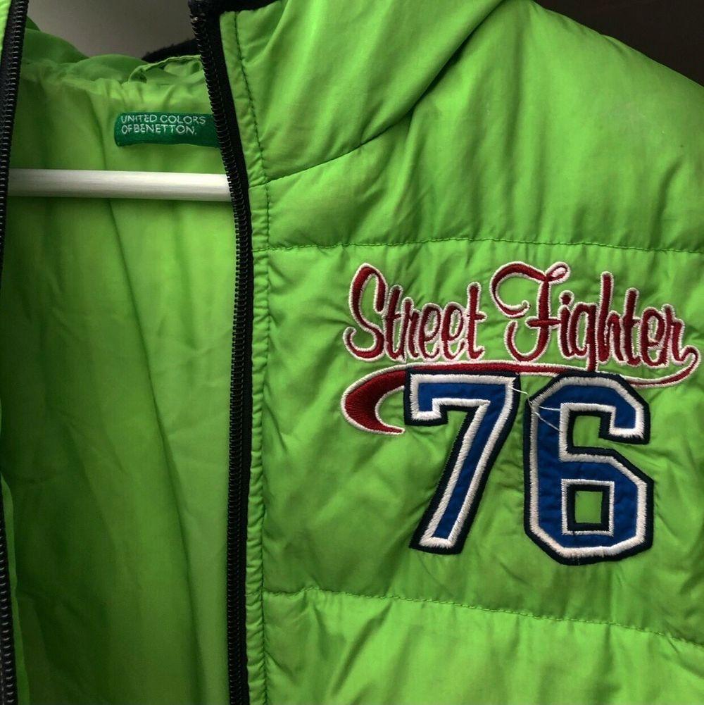 ❗️SÄNKT PRIS❗️Pufferjacket i grön från United Colors Of Benetton. Dun i jackan. Kan skicka fler bilder, hör av dig vid intresse💚 Kan frakta men köpare står för frakt📦. Jackor.