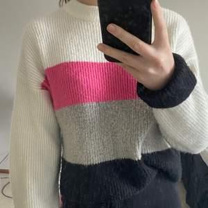 Säljer min stickade tröja från Nelly.com i xs, använd ett fåtal gånger. Bra skick!