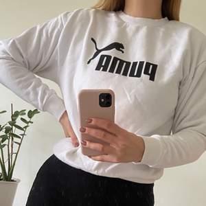 Snygg vit tröja från Puma i storlek S. Använd ett par gånger så i fint skick. 150 kr inklusive frakt.