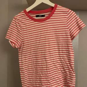 T-shirt från bikbok, köparen står för frakt