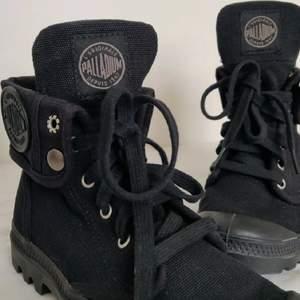 Intressekoll på mina svarta Palladium skor i storlek 36. Dem är i nyskick, endast provat dem. Kan skicka fler bilder till dem som vill. Är många intresserade så blir det budgivning 🌺✌️