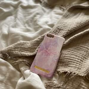 Mobilskal från ideal of Sweden till iPhone 8, nästan aldrig använd men den har en repa i mitten.💗🎀✨Orginal pris: 299kr