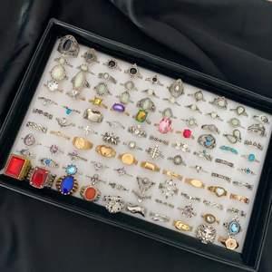 ❗️Läs noga innan köp❗️                                                              Dessa ringar är dem som är kvar från mina 2 tidigaste annonser. Alla är oanvända, Ta bild och ringa in dem ni vill köpa✨                                                                                       1 st  = 50 kr⚡️ 2 st = 90 kr⚡️ 3 st = 130 kr⚡️ 4 st = 170 kr                                                                                              ❣️RINGARNA PÅ BILD 1 PÅ SISTA RADEN NERE KOSTAR 79 KR STYCK❣️ det finns ringar från xs till xl och vissa är även justerbara. Swipea för att se vilka som är kvar💕 Frakt 12 kr                                                                           ❗️Om ni ska köpa nåt får ni svara snabbt för annars säljs den till någon annan (många intresserade)❗️