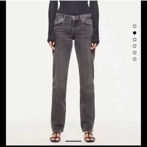 Funderar på att sälja mina sjukt populära och snygga jeans från zara. Jag kan tänka mig att byta mot ett par i 34, annars buda från 200kr privat❤️❤️ LEDANDE BUD: 660kr