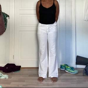 I have had these YELLOWWHYTE pants for almost 3years . The  pants is in a XS/S, the pants have been used just 2/3 times. Selling because they dont fit me as I want.