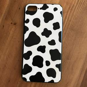 **NOTE: I AM SELLING TWO KO MOBILSKAL— THIS ONE IS PRE-OWNED AND A DIFFERENT PATTERN** Bought on Plick. Fits iPhone 7/8 Plus. Rubberised but not silicone. There's a faint discolouration (probably self tan) and scratches on the case that the seller didn't disclose. I can take closer pics. Want gone, hence the cheap price. Smoke and pet free storage space. Disclaimer: Please expect some general wear in all secondhand pre-owned items as they have lived a previous life, so do not expect a mint item.