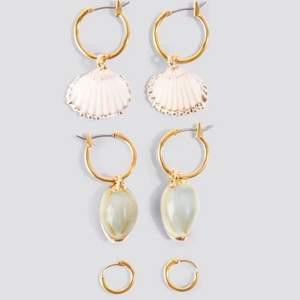 söta örhängen med snäckor. från Mathilda Djerfs kollektion. aldrig använda! 💘💘💘