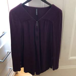 French brand Naf-naf. Blouse in perfect condition, 100% viscose crepe. Zip is real, it can go up and down.