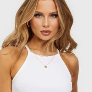 Säljer mitt vita linne från Pieces då det inte kommer till användning! Det är aldrig använt därför mitt pris, men är villig att sänka en del💞 nyskick. Vet tyvärr inte nypris, köparen står för frakt 📦