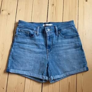 Fina Levi's shorts bara använt ett par gånger!