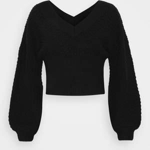 Super fin och ALDRIG använd!!🤍 köpt för 299kr och är i nyskick💛 super fin nu till sommaren till en kjol eller jeans m.m 💗