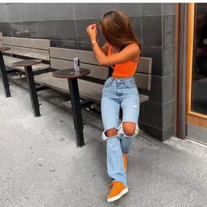Zara's populära och slutsålda jeans!! Storlek 34, fint skick. Vid flera intresserade påbörjas en budgivning 💕🌟