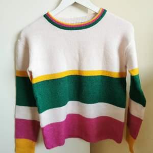 Stickad tröja från Cubus i fina färger. Passar XS