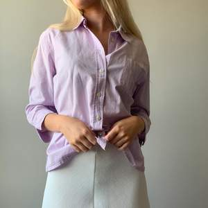 Somrig skjorta från New house. Köp på hemsidan: www.mosh-Clothing.com 🤍 Frakten kostar 59 kr spårbart 🥰
