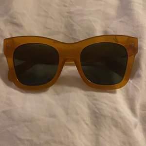 Jättefina solglasögon köpta förra året som aldrig kom till användning. Lite gul bruna😋😋 köpte för 200😉