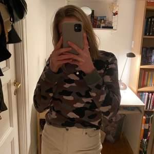 Säljer denna camoflage sweater från H&M divided 💚 I mycketbra skick!!