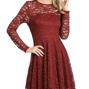 Röd klänning ❤️ i jätte bra skikt använd 2 ggr. Skriv privat för fler bilder, ge bud vid intresse budet börjar från 250😃