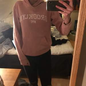 Rosa hoodie från stadium
