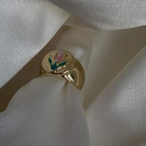 18k guldpläterad suuuperfin ring, i storlek 7 (normalast). Begränsat antal🤎 fast pris på 149 inklusive frakt - FÖRST TILL KVARN🧚🏼🧚🏼