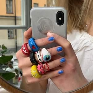 Bild 1: inklippta på fräscha sommarhänder bild 2: ringarna i verkligheten. Jättefina och sköna att ha på sig, ringarna har ett jack på baksidan därav är det något justerbara💘 pris varierar, tar även mot önskningar. Kram!