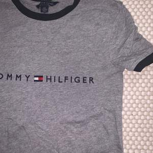 Tshirt köpt I Cali 2020. Aldrig använd då jag köpte fel storlek. Det är en xxs men storlekarna där är annorlunda så skulle säga att den passar en Xsmall pga de små ärmarna. De andra tröjorna jag köpte i denna storlek passade perfekt och jag är en Small i vanliga fall! Köpare står för frakt! 💜