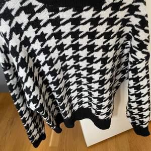 Fin stickad tröja, använd fåtal gånger. Frakt tillkommer