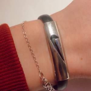 Intressekoll på detta coola armband. Buda gärna💕 (frakt tillkommer)