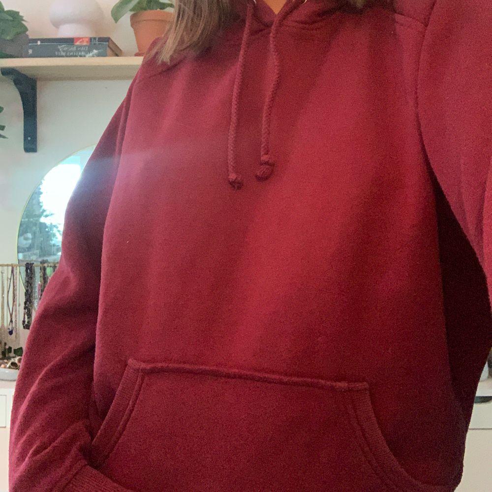 oversized hoodies från bikbok! 150kr/st eller 250 för båda !!!! den första är såld. Huvtröjor & Träningströjor.