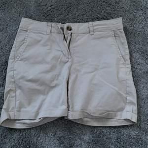 Säljer mina beiga shorts. Aldrig använda. 30kr + frakt