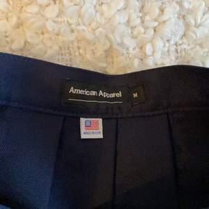 säljer en american apparel kjol som är för stor! den är sjukt fin och bra kvalité också 💖💖💖 knappt använd!