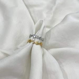 Superfina ringar i både guld och silver, finns att köpa. De är i rostfritt stål, samt de är även justerbara och passar därför vem som helst!💘 Skriv till mig privat om du är intresserad! Frakt kostar 15kr