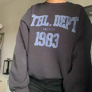 Sitter väldigt fint på, köpt på Gina tricot