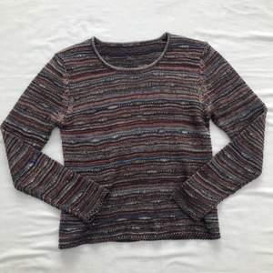 Randig stickad tröja från Lindex. Står ingen storlek men passar XS/S om man vill ha lite oversized, passar också M. 80kr + frakt 🤎