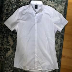 Så fin skjorta i strålande skick ❤️ passar ca xs-m