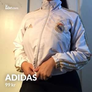 Adidas jacka, tror det är en storlek S