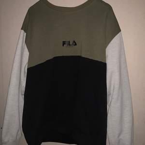 Sweater från Fila i använt skick. FRI FRAKT!!
